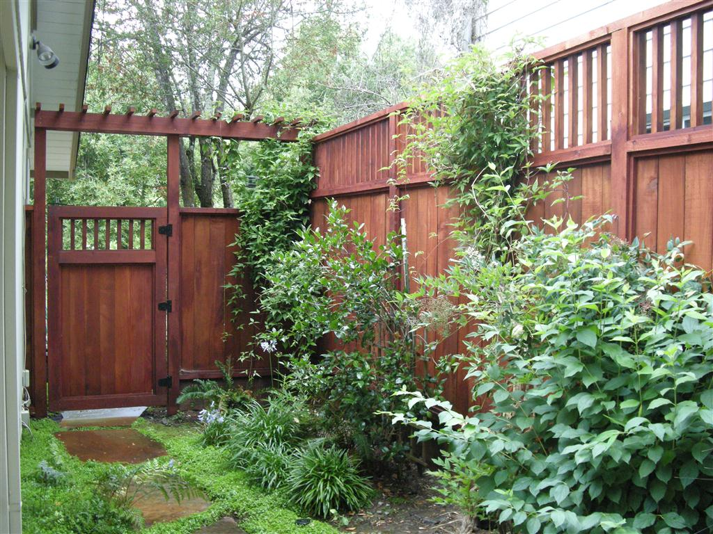 Hoover Fence Co.- Vinyl Fence, Aluminum Fence, Ornamental Gates