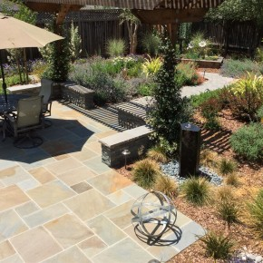 Bluestone patio and seat wall